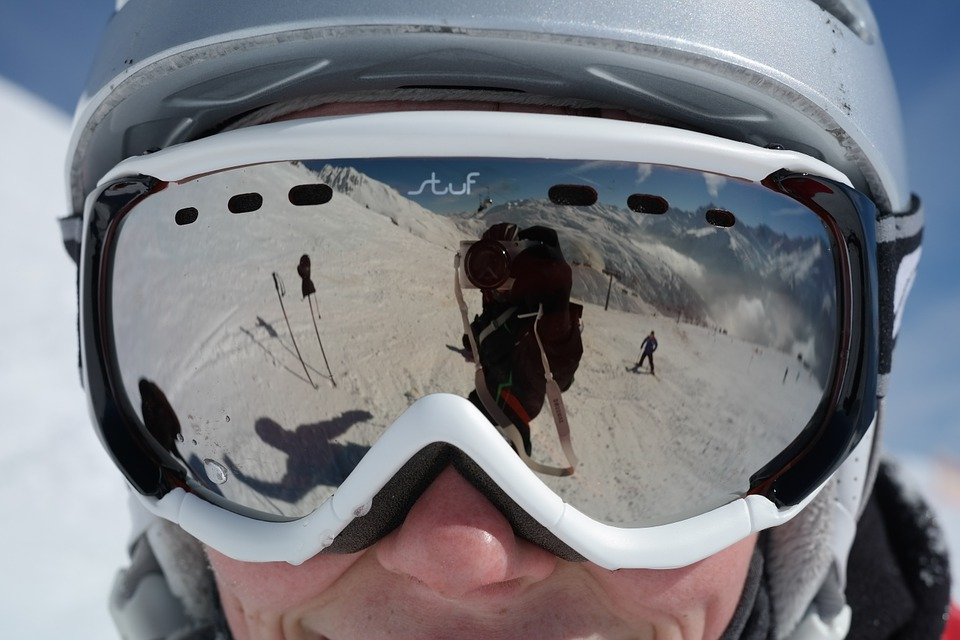 Photo of Should You Wear Goggles or Sunglasses for Skiing?