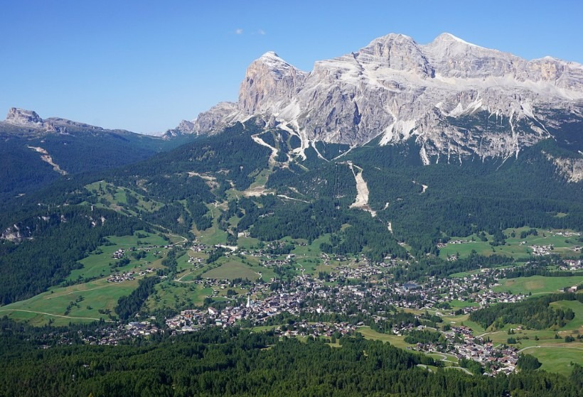 a wide view of Cortina D'Ampezzo